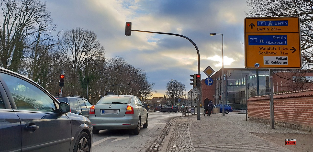 Achtung: Grüner Pfeil an der Jahn-Ecke Mühlenstraße in Bernau entfernt