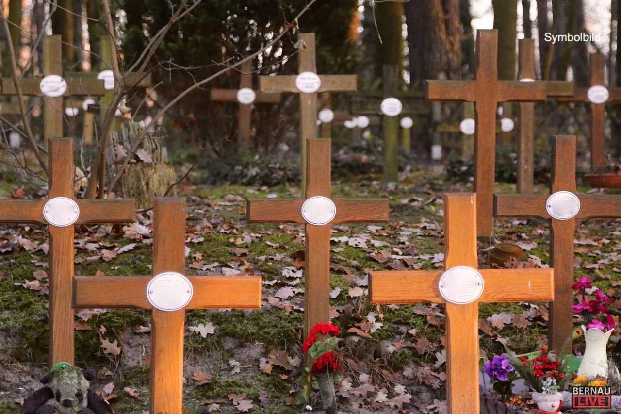 Bernau: Während der Trauerfeier - Diebstahl aus einem Bestattungswagen