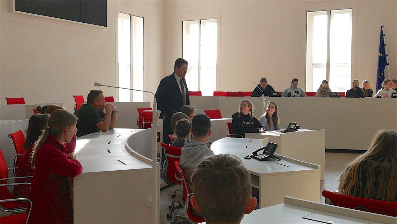 40 Schüler*innen aus Biesenthal besuchten den Potsdamer Landtag
