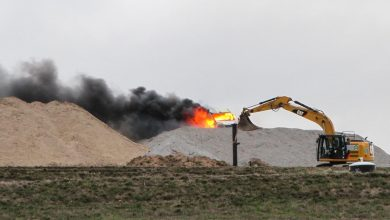 Panketal: Transporter brannte lichterloh auf der Deponie in Schwanebeck