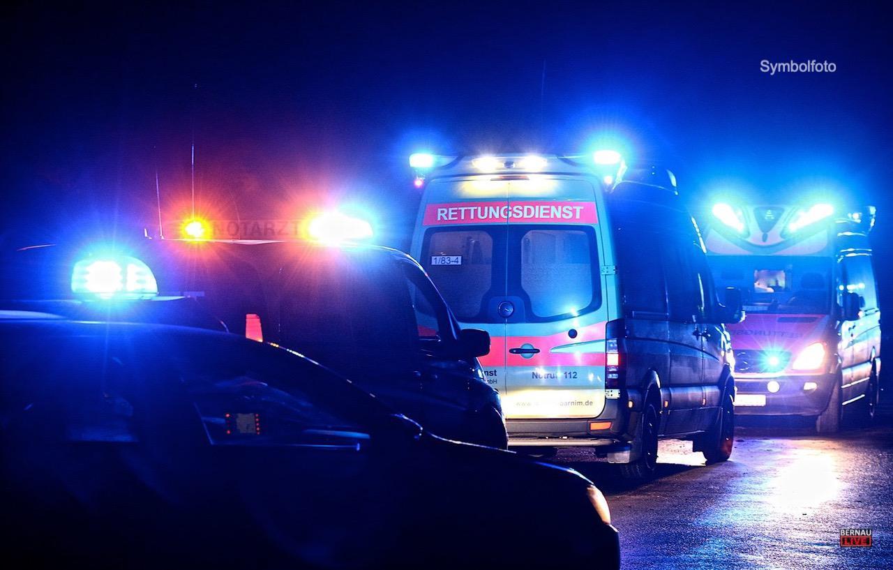 Polizei Barnim: Fahrer mit 2,39 Promille kollidierte mit Rettungswagen