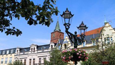 Zahlreiche Blumenampeln zieren erneut die Bernauer Innenstadt