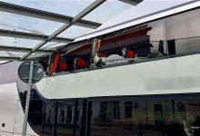 Linienbus kollidiert mit einem Haltestellendach am Bahnhof Bernau