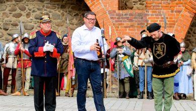 Auf dem Platz am Steintor wurde soeben das Bernauer Hussitenfest eröffnet