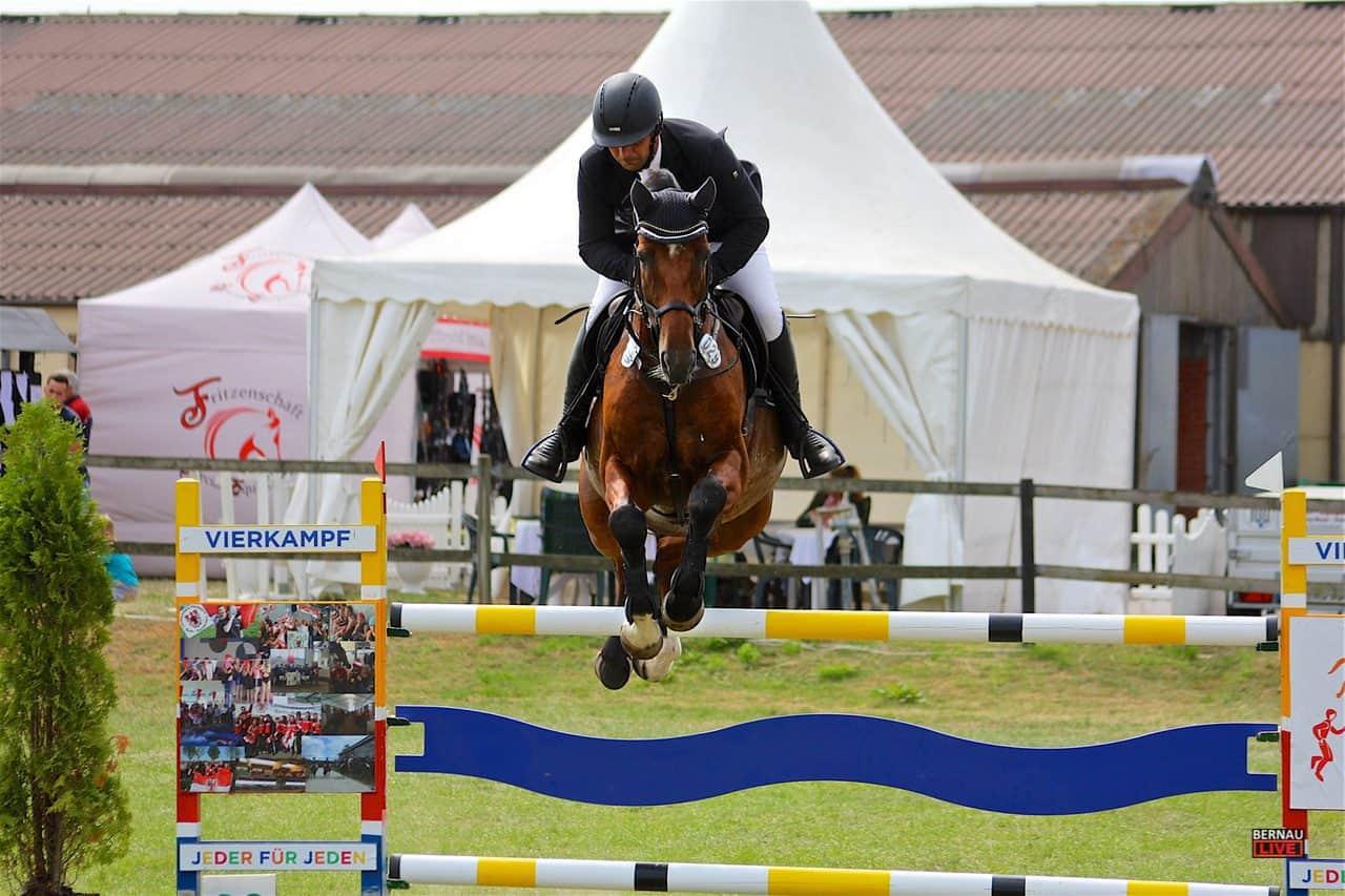 Bernau: Spitzenpferdesport in Bernau OT Ladeburg