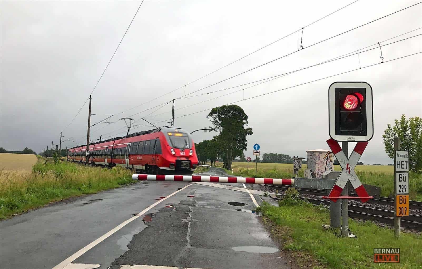 Bahn Bahnuebergang IMG 5248 Bernau LIVE RE3