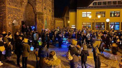 Photo of Mit Fackeln und Trommeln entlang der Bernauer Stadtmauer – Video