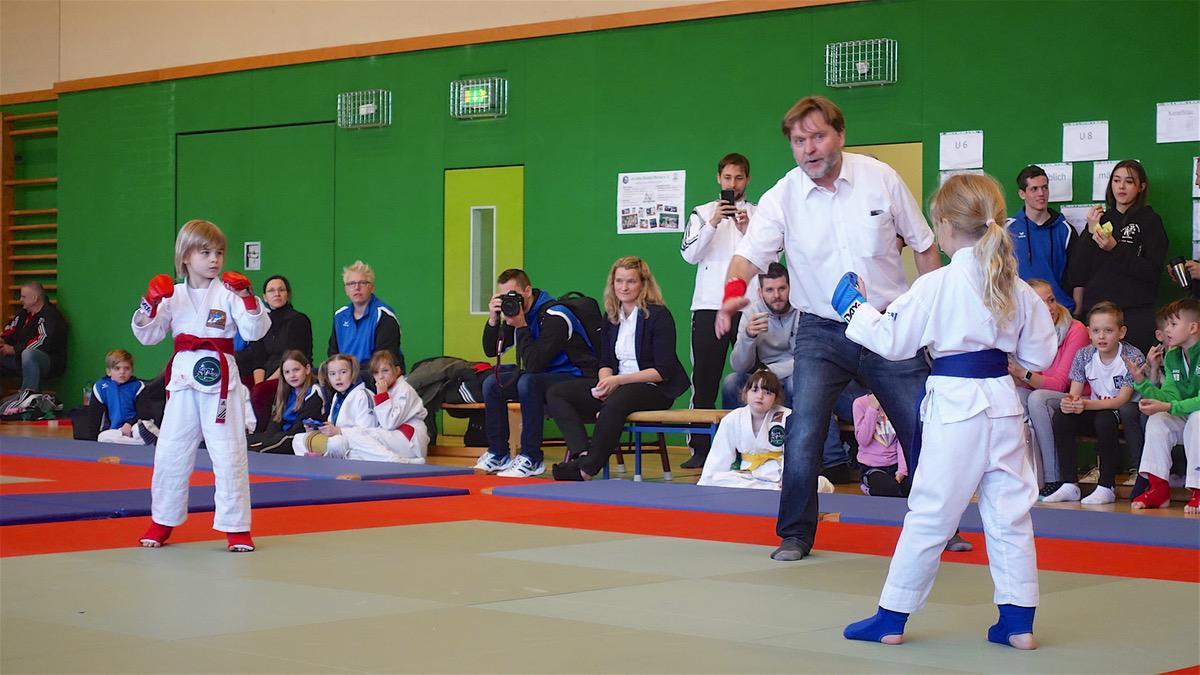 Zahlreiche Medaillen beim Neujahrsturnier im Ju-Jutsu-Fighting in Bernau