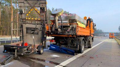 Photo of A11 – PKW fährt auf Schilderwagen auf – Fahrer schwer verletzt