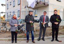 Photo of Straßenbenennung und rote Rosen zu Ehren von Elli Voigt in Bernau