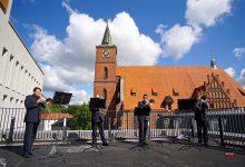 Photo of Polizei-Posaunenchor auf dem Dach des Rathauses in Bernau