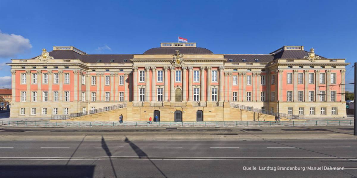 3 Frontalansicht des Landtagsgebaeudes Manuel Dahmann.jpg.16451328 1
