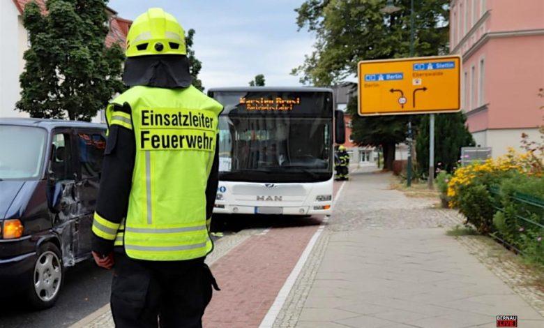 Photo of Bernau: Kleintransporter kollidiert mit SEV Linienbus