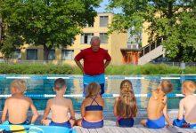 Photo of Über 200 teilnehmende Kinder beim Kita-Schwimmen in Bernau