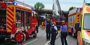 Bernau: LKW fährt in Brücke – Vollsperrung – kein Bahnverkehr